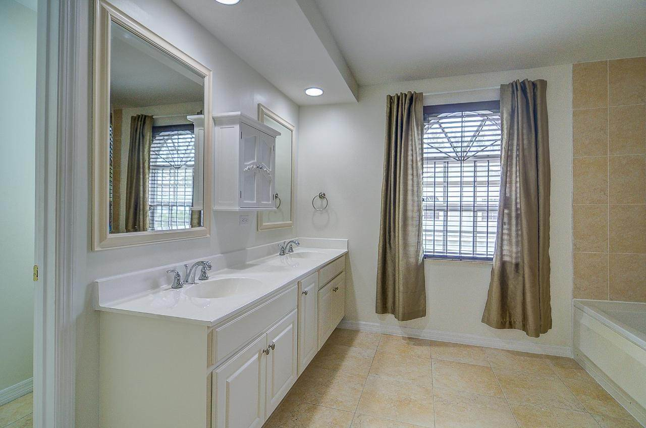 7. Single Family Homes for Rent at West Bay Street, Nassau And Paradise Island Bahamas