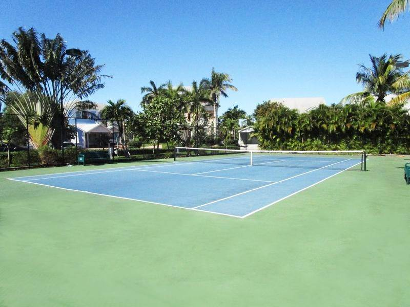 22. Single Family Homes for Rent at Sandyport, Cable Beach, Nassau And Paradise Island Bahamas