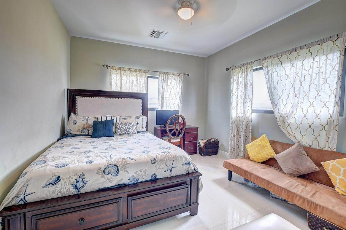 10. Condominiums for Rent at West Bay Street, Nassau And Paradise Island Bahamas